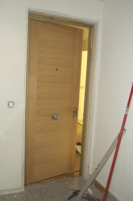 Puertas de entrada a vivienda adecursos for Puertas para vivienda