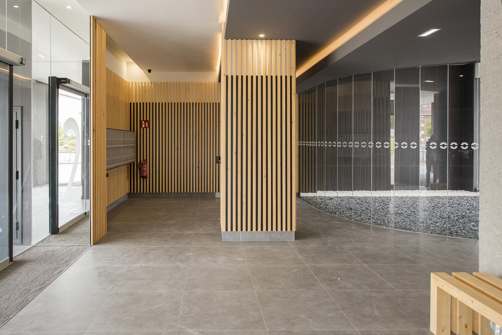 Edificio Soleo portal iluminación